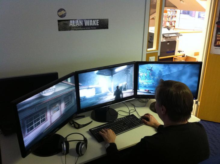 Gamer zimmer 6 bildschirme  Gaming auf 3 Monitoren: Nachteile und AMD Eyefinity Teil 1
