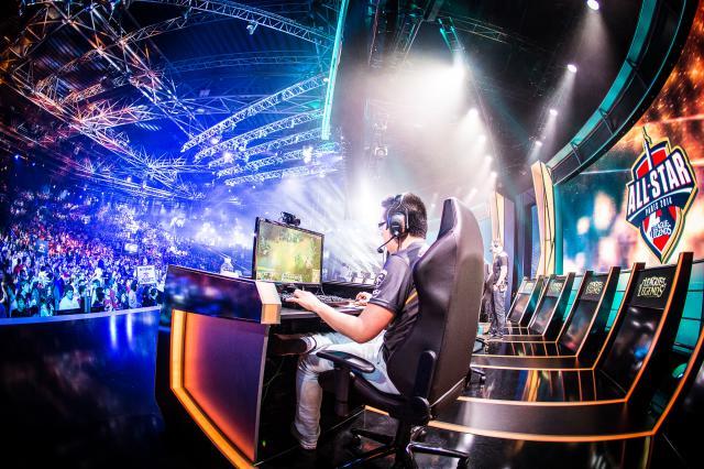 Mercedes-Benz-investiert-in-die-eSport-Organisation-SK-Gaming